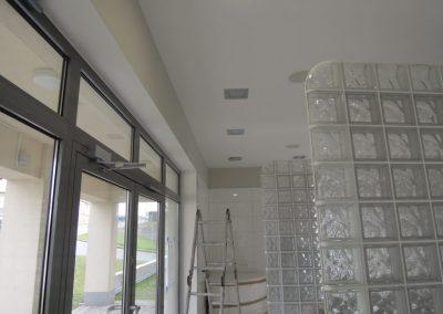 Ściana z luksferów matowych satynowanych Seves Glasspol - realizacje, pustaki szklane